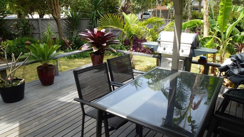 Orewa Motor Lodge Garden deck